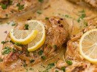 Рецепта Пилешки гърди (филе) с гъбен сос, сметана бяло вино и лимонов сок на Фурна